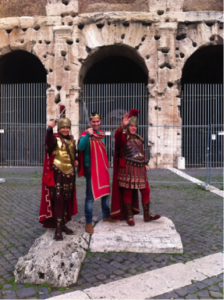 Tourists and ancient Romans at Colosseum (photo by M. Melotti).