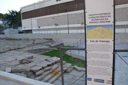 Panneau du « Circuit archéologique et historique de célébration de l'héritage africain » signalant le quai du Valongo (2012)